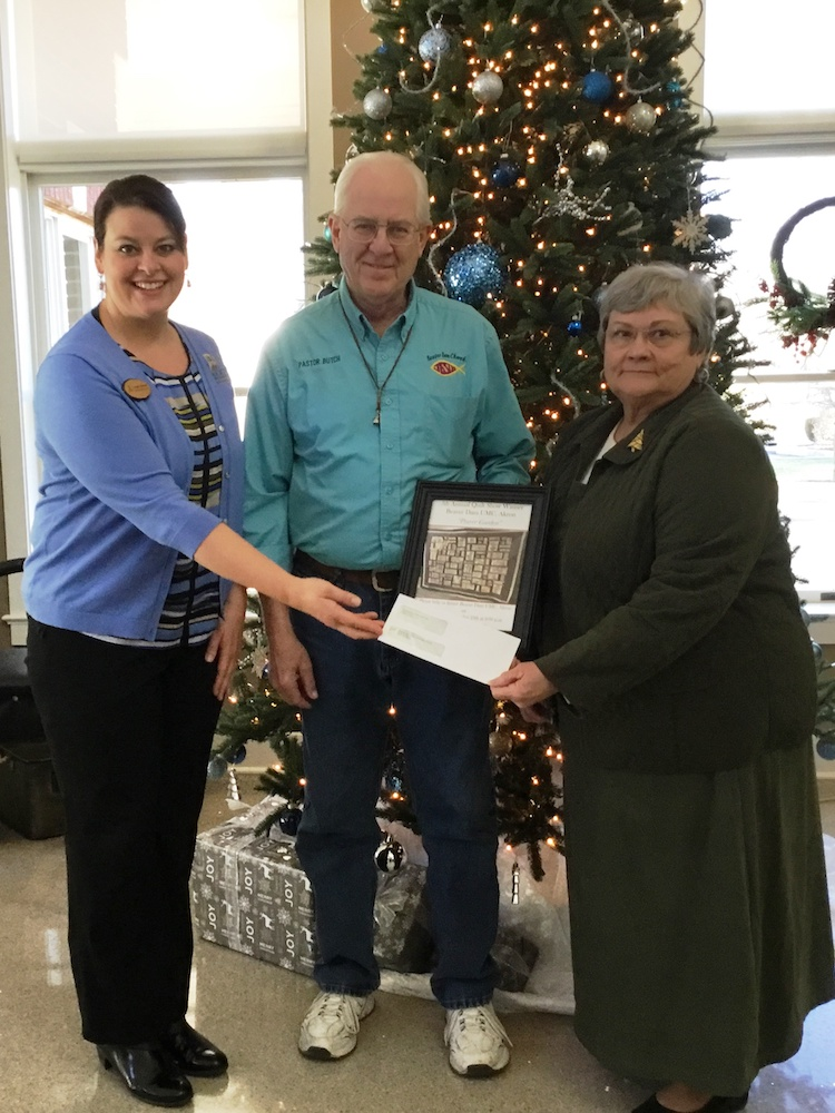 Peabody presenting check to winners of 5th annual quilt show